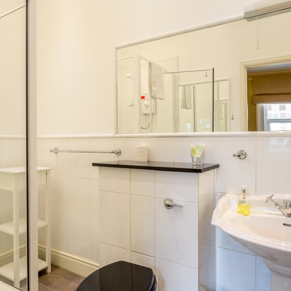Crossways - triple / double en-suite bathroom
