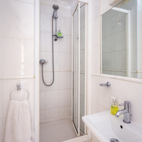 Crossways - twin en-suite bathroom